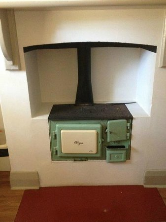 Q Station Sydney Harbour National Park Hotel: Old stove, lovely!