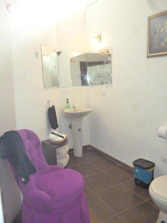 Puembo Birding Garden: spacious private bathrooms,