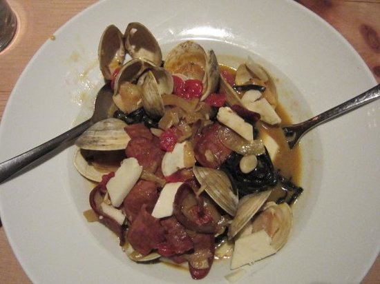 Olive Lucy's Kitchen Table: Benny's Portuguesse Sausage and Clams