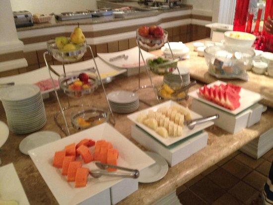 Kubitschek Plaza Hotel: Café da manhã - grande variedade de itens