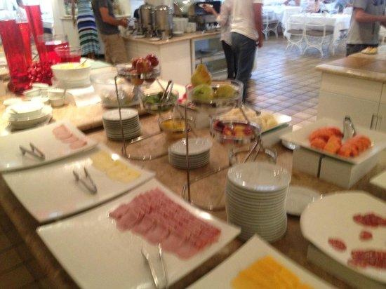 Kubitschek Plaza Hotel : Café da manhã - grande variedade de itens