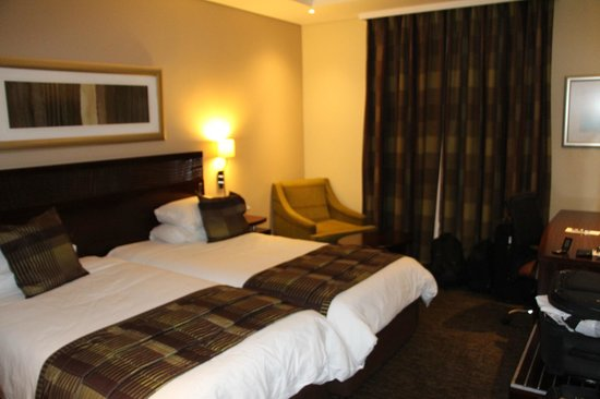 City Lodge Hotel OR Tambo Airport: Room and beds