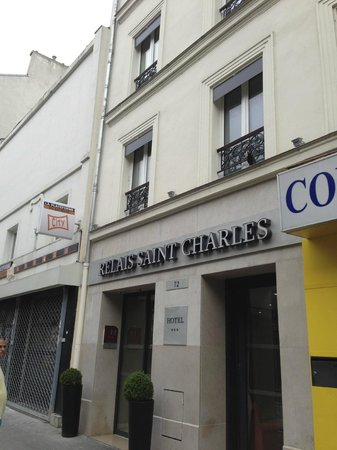 Le Relais Saint Charles: Out Front on Blvd Grenelle