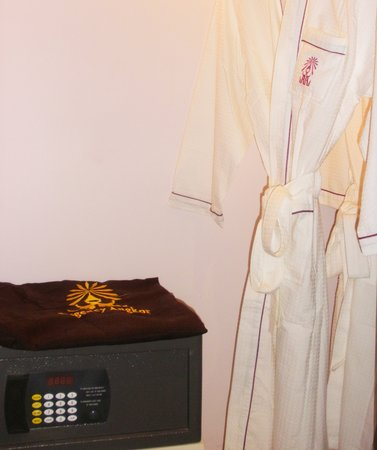 Regency Angkor Hotel: Safety Box