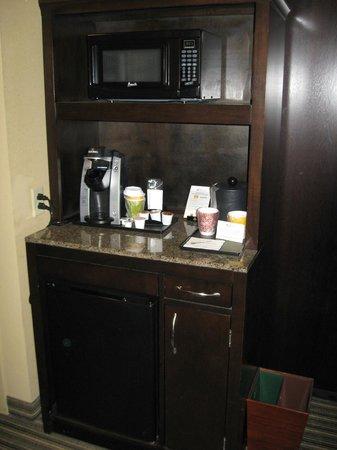 Hilton Garden Inn Gatlinburg Downtown : The mini fridge/microwave/coffee maker