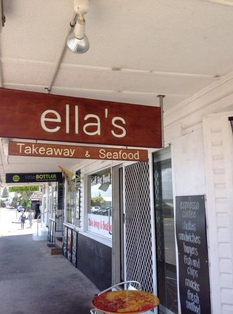 Ella's Takeaway and Seafood Harrington: Ellas great location
