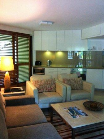 Apartment 41 - 2 Bed Deluxe -Ocean Breeze Resort