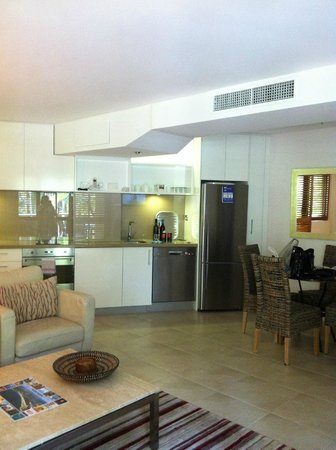Ocean Breeze Resort: Apartment 41 - Living, Dining and Kitchen area