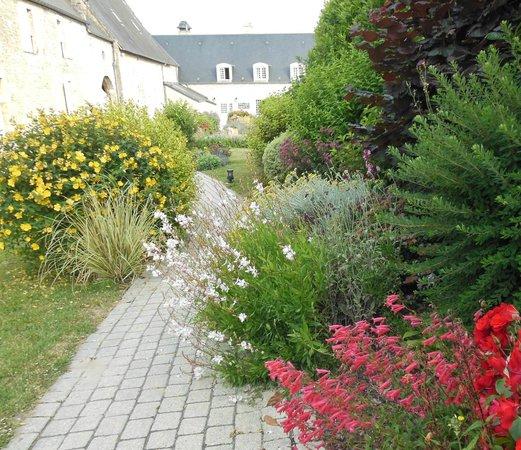 Ferme de la Ranconniere: garden