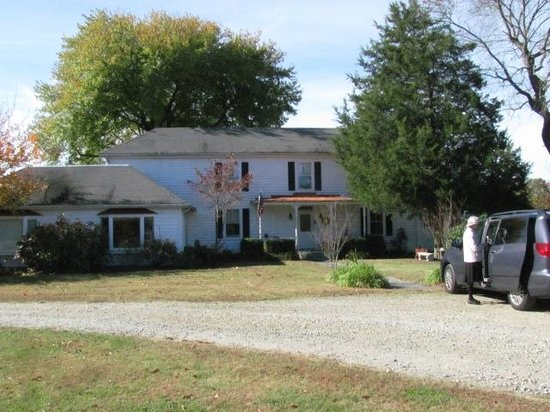 The Bed and Breakfast at Peace Hill Farm: Front of house