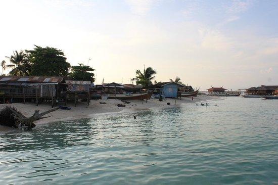 Seaventures Dive Rig: Mabul Island