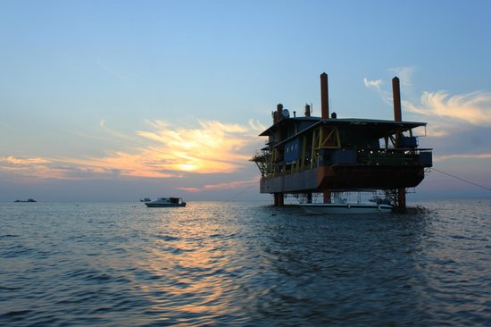 Seaventures Dive Rig: boat transfer to Mabul Island