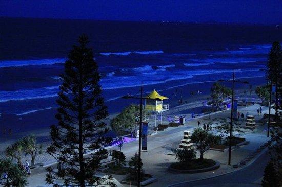 Grosvenor Beachfront Apartments: night view
