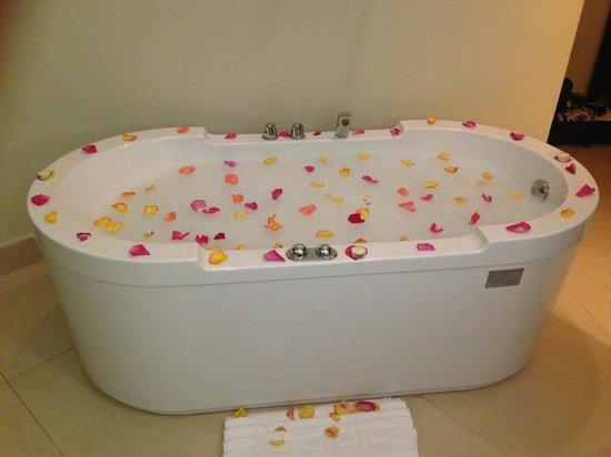 Secrets Wild Orchid Montego Bay: aromatherapy bath