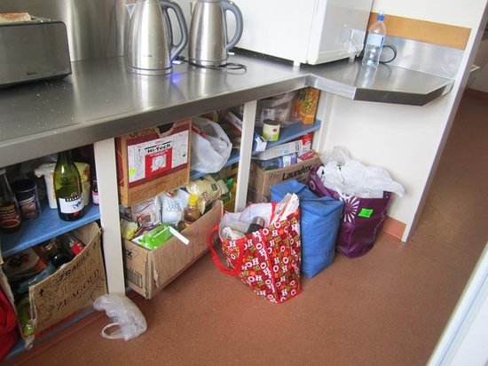 Bumbles Backpackers: Not enough food storage room