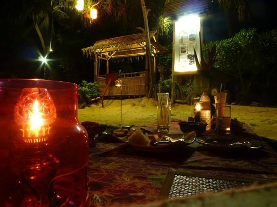 The Sunset Beach Resort & Spa, Taling Ngam : our special private dinner by the beach. great food!