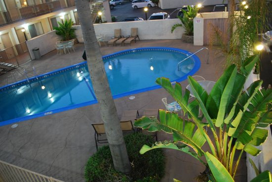 Quality Inn Chula Vista San Diego South: Night time dip