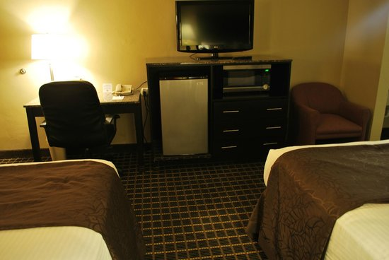 South Bay Inn: High def flat screen, stainless steel refer and microwave, granite desk and table tops
