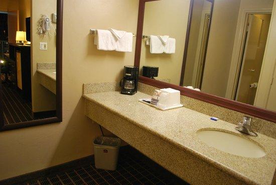 South Bay Inn: Granite top vanity