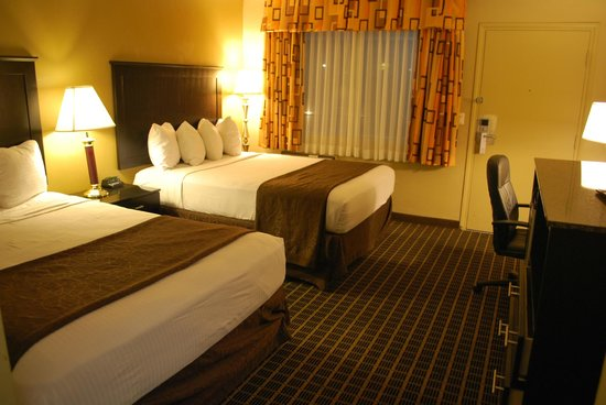 Quality Inn Chula Vista San Diego South : double queen beds, new carpeting and renovation