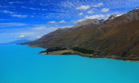 Air Safaris : View of the drive alongside Lake Pukaki into Glentanner/Mt Cook