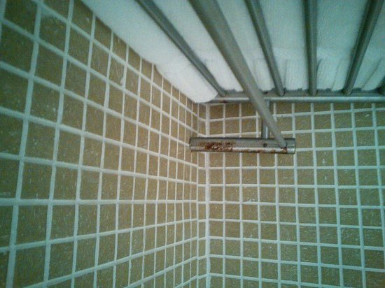 Beacon Hotel : Die Dusche rostet vor sich. The shower rust