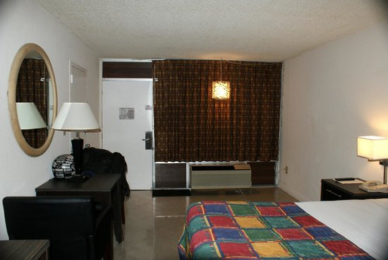 Red Carpet Inn Fort Lauderdale Airport: Comfortable room