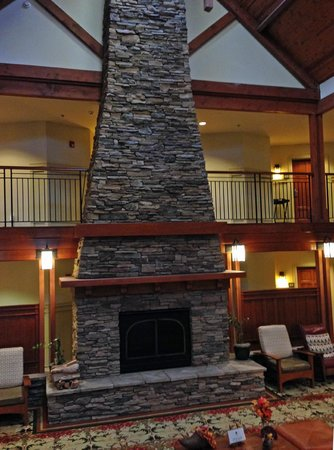 Avila Village Inn: The Fireplace/Chimney in the great room