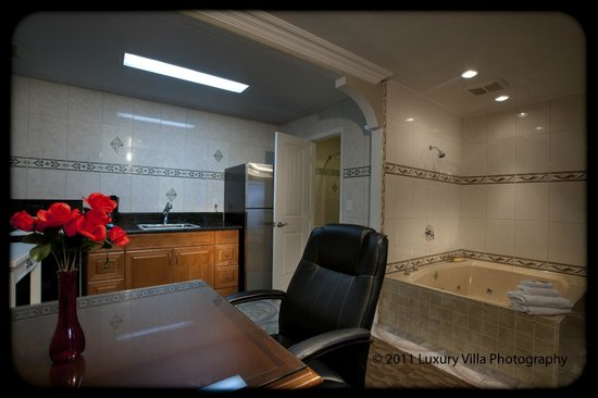 Crystal Lodge Motel: Jacuzzi Suite with Full Kitchen