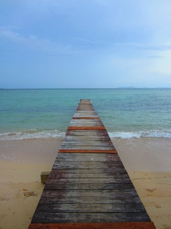 Popa Paradise Beach Resort: Dock to lead you to Popa Paradise