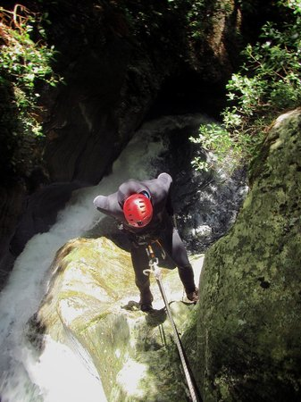 Deep Canyon: Abseiling down