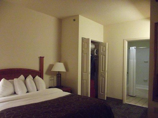 Staybridge Suites New Orleans: bed