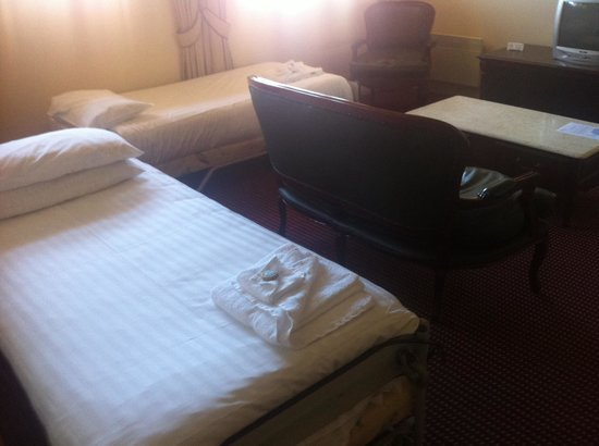 Hadley's Orient Hotel: Lounge room turned into a boarding house for next guest while I still have the room