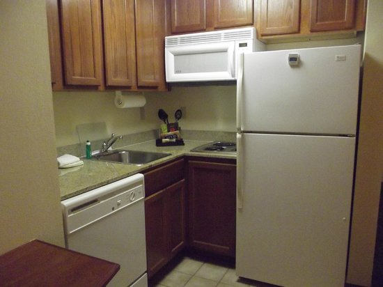 Staybridge Suites New Orleans: kitchenette