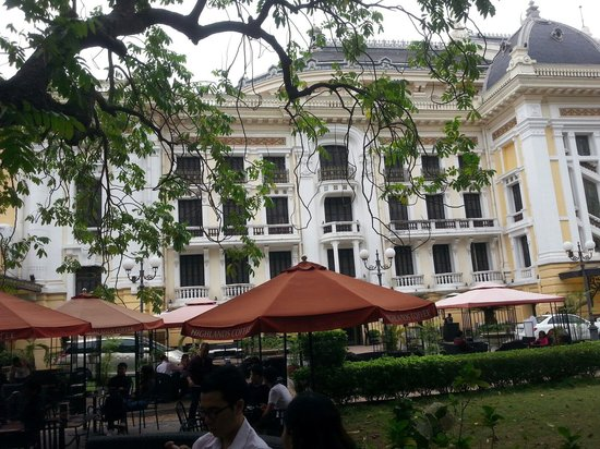 Hanoi Opera House: Garden iew from Highland coffee shop