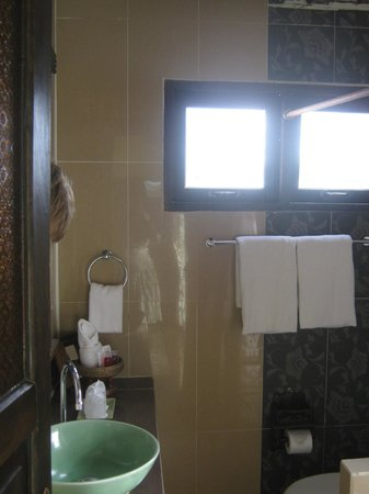 Chang Thai House: bathroom