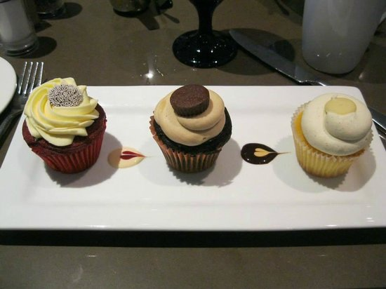 DoubleTree by Hilton Hotel Washington DC - Silver Spring: Cupcakes from DoubleTree restaurant