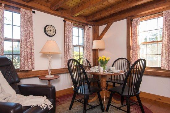 Seven Sea Street Inn: Breakfast Lounge