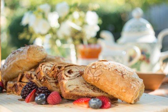 Seven Sea Street Inn: Breakfast Breads