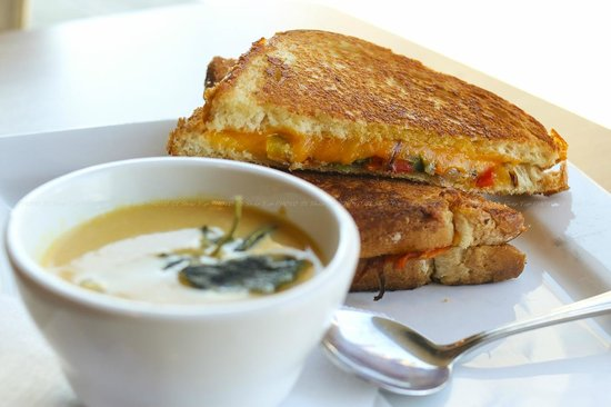 Madeleine's: Deluxe Grilled Cheese