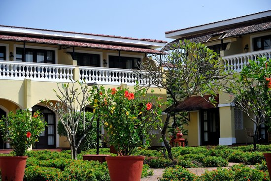 The LaLiT Golf & Spa Resort Goa: look from the pool