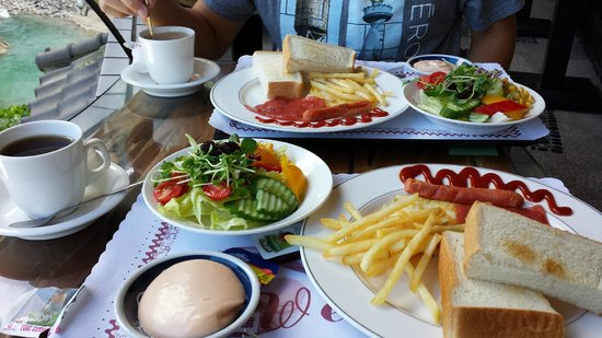 Full Moon Spa: Breakfast at hotel cafe