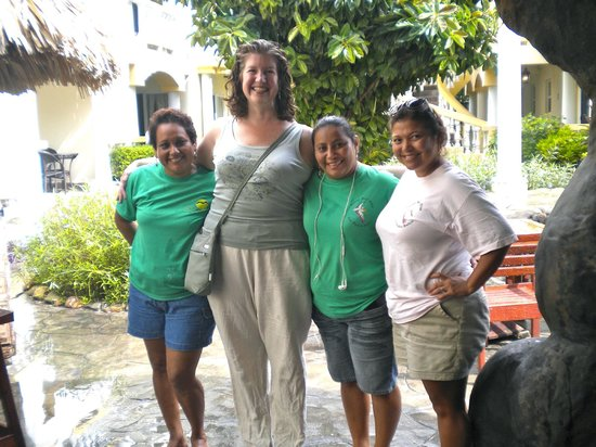Pelican Reef Villas Resort: Ruth #2, me, Ruth #1, and Carol.  Amazing staff!