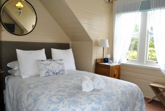 Kurrara Historic Guest House: The Bluebell en suite