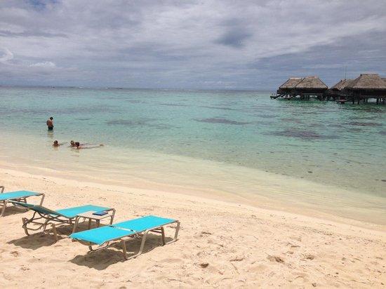 Hilton Moorea Lagoon Resort & Spa: The beach