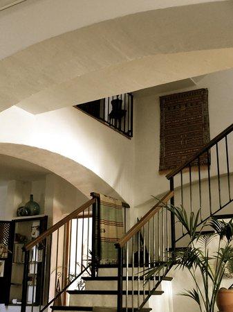 Hotel Los Castanos : airy interior