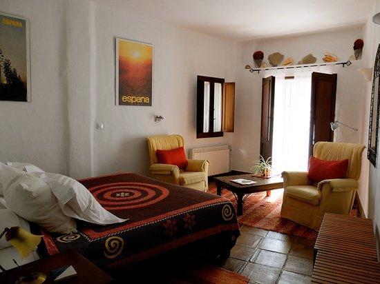 Hotel Los Castanos : roomy room