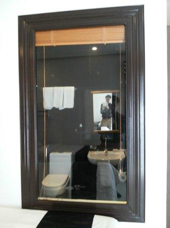Hotel Camila: See thru bathroom