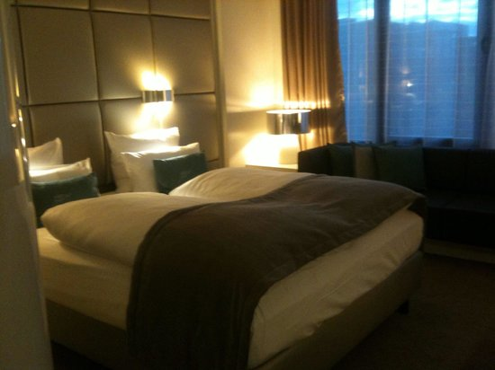 Lindner Congress Hotel: Large comfy bed