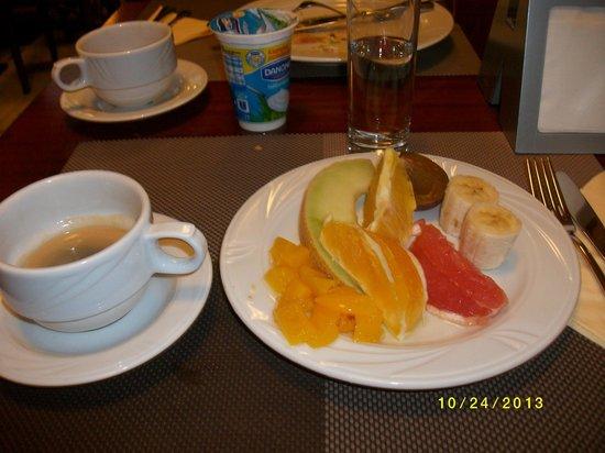 Metropol Hotel: 朝食のフルーツ